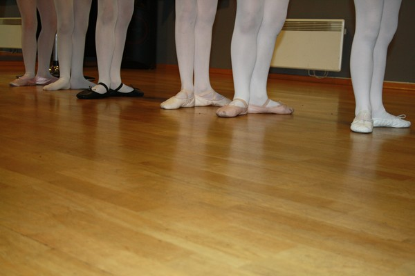 http://piproductions.no/images/Photos/ballett/5.jpg