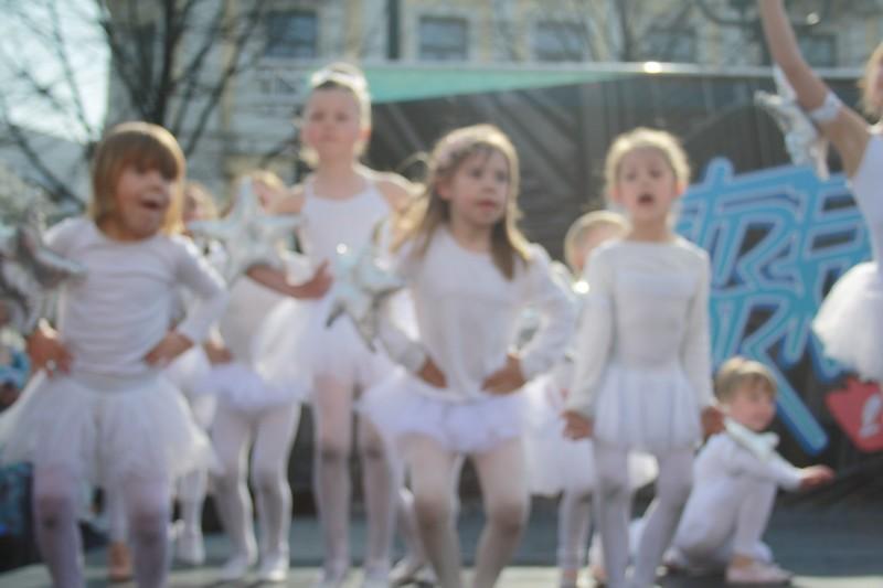 http://piproductions.no/images/Photos/dansensdager2014/ballett/img_0146.jpg