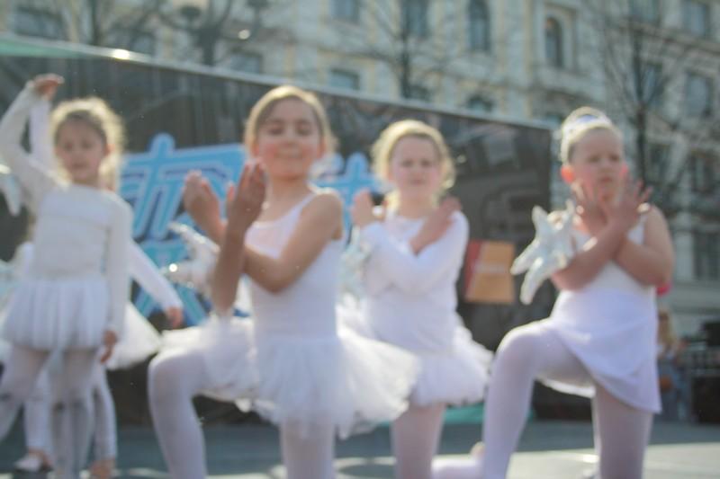 http://piproductions.no/images/Photos/dansensdager2014/ballett/img_0149.jpg